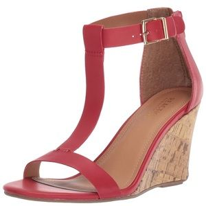 Kenneth Cole REACTION Women's Ava Great T-Strap